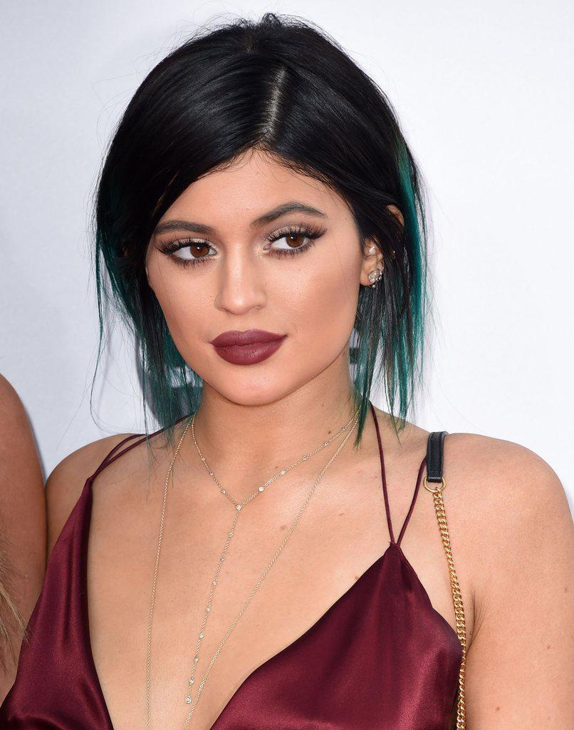 Kylie-Jenner-maroon